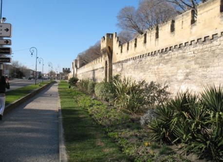 les remparts de la ville d'Avignon