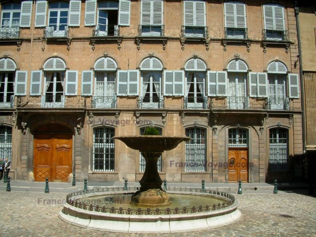 Aix-en-Provence : one of its many fountains