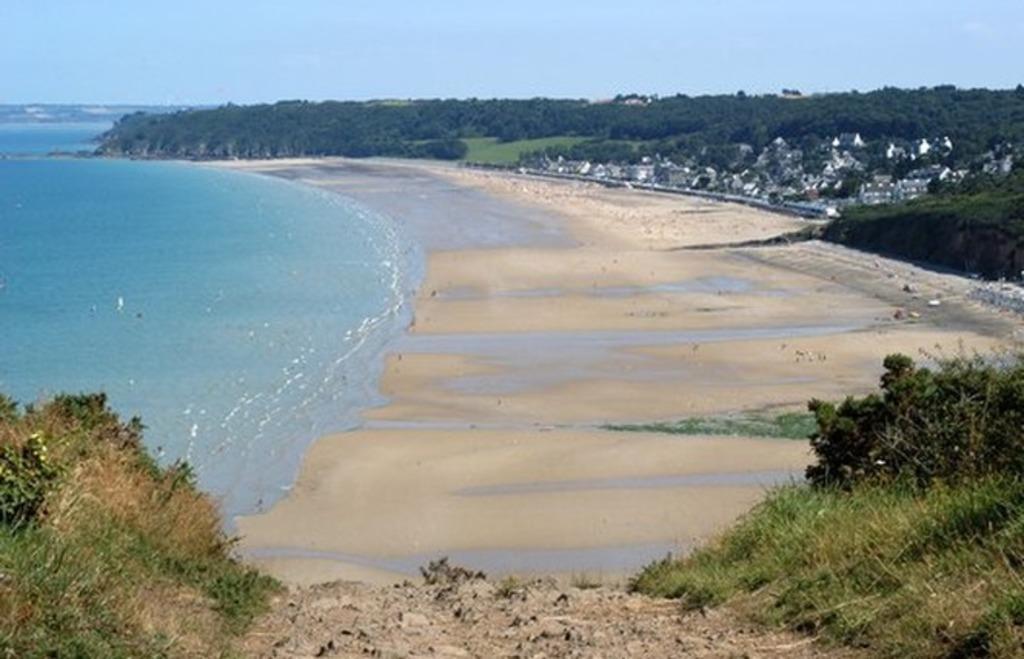Les Rosaires beach