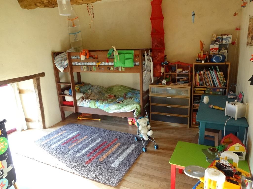 The big children's room (view 1)
