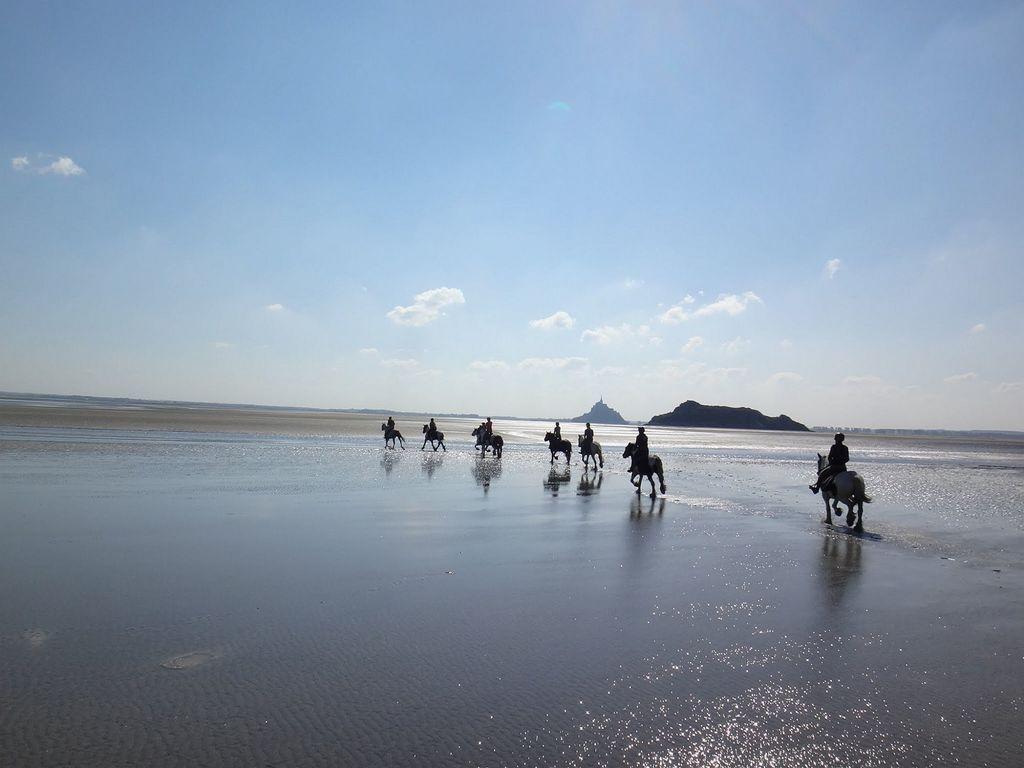 randonnée à cheval dans la baie du mont saint miche