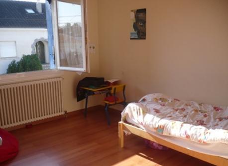 a kid bedroom