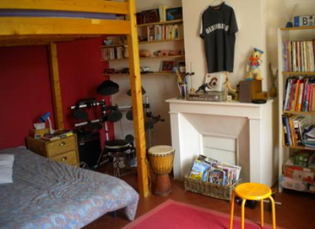 Teenager bedroom ( two double beds)