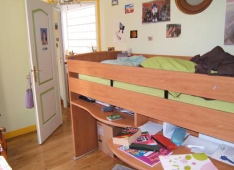 Childrens' bedroom