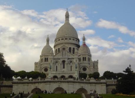 Basilique du Sacré-Coeur, Montmartre, Paris - 20 mns walk