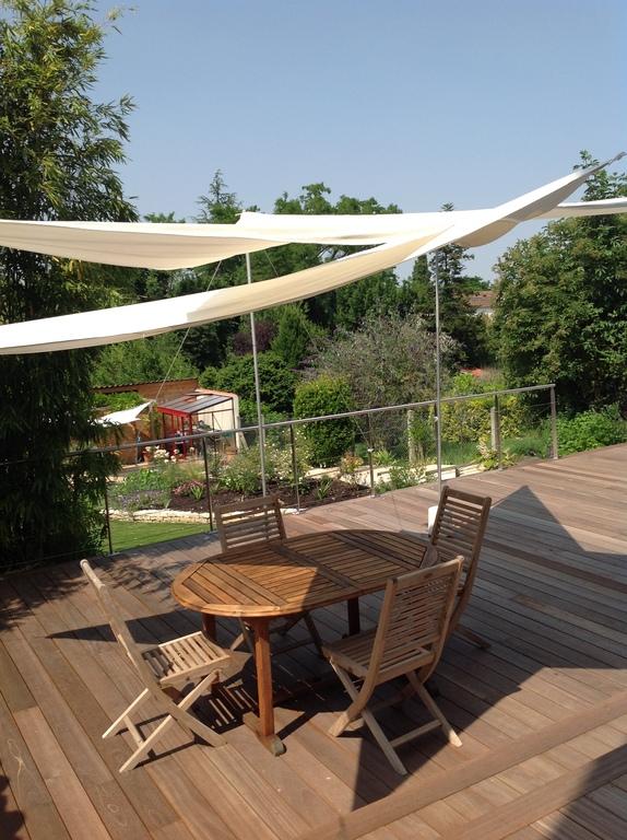 vue sur la terrasse et le jardin