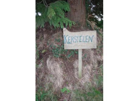 entrée de la propriété kerstelen, panneau  bois fabrication maison !