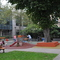 Dans le parc des jeux pour les enfants / the space for kids