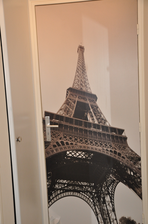 La porte des chambres/ The door for the bedrooms
