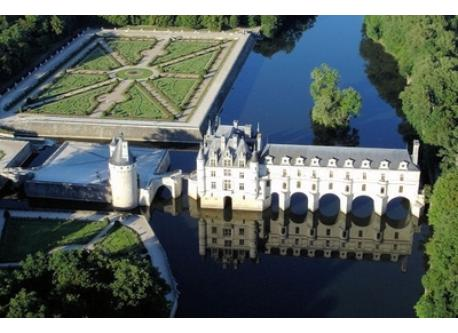 Castel of Chenonceau (situated 30km east of Tours)