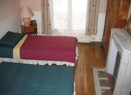 Paris bedroom #3 (2 single bed)