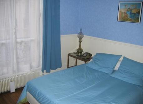 Paris bedroom #2 (double bed)