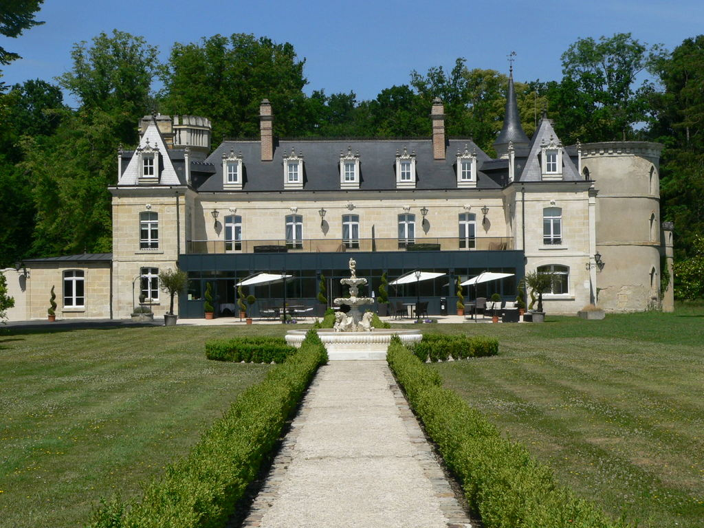 "15 minutes from Chambry, the restaurant ""Château de Breuil"" in Bruyères"