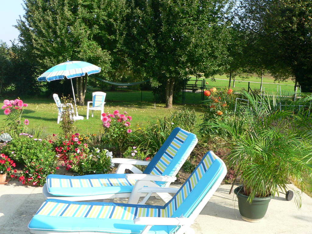 Garden with hammock and spa