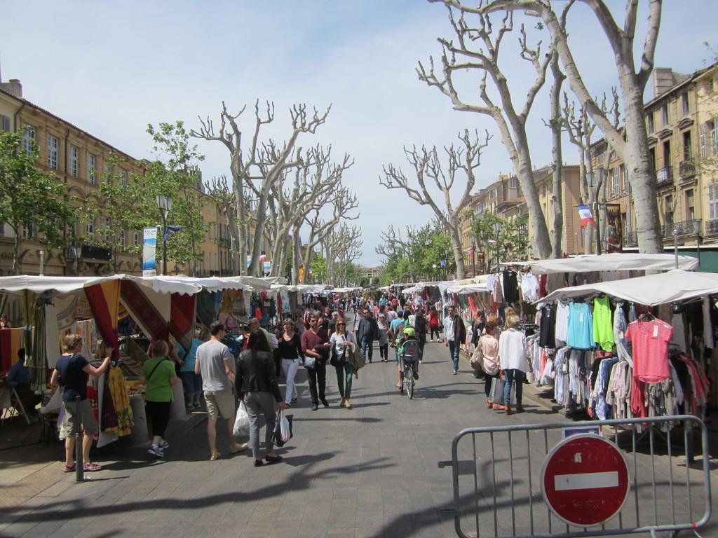 Marché sur le Cours Mirabeau
