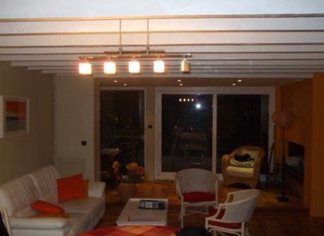 cuisine ouverte sur un vaste espace de vie: salle à manger et salon avec coin cheminée qui ouvre sur la terrasse et le jardin...