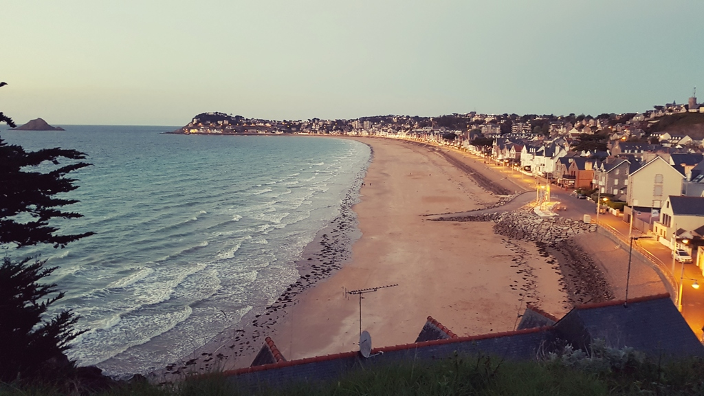 """The beach and the """"digue promenade""""  in the evenning"""
