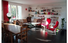 Bright 5 bed rooms House with garden and terrace.