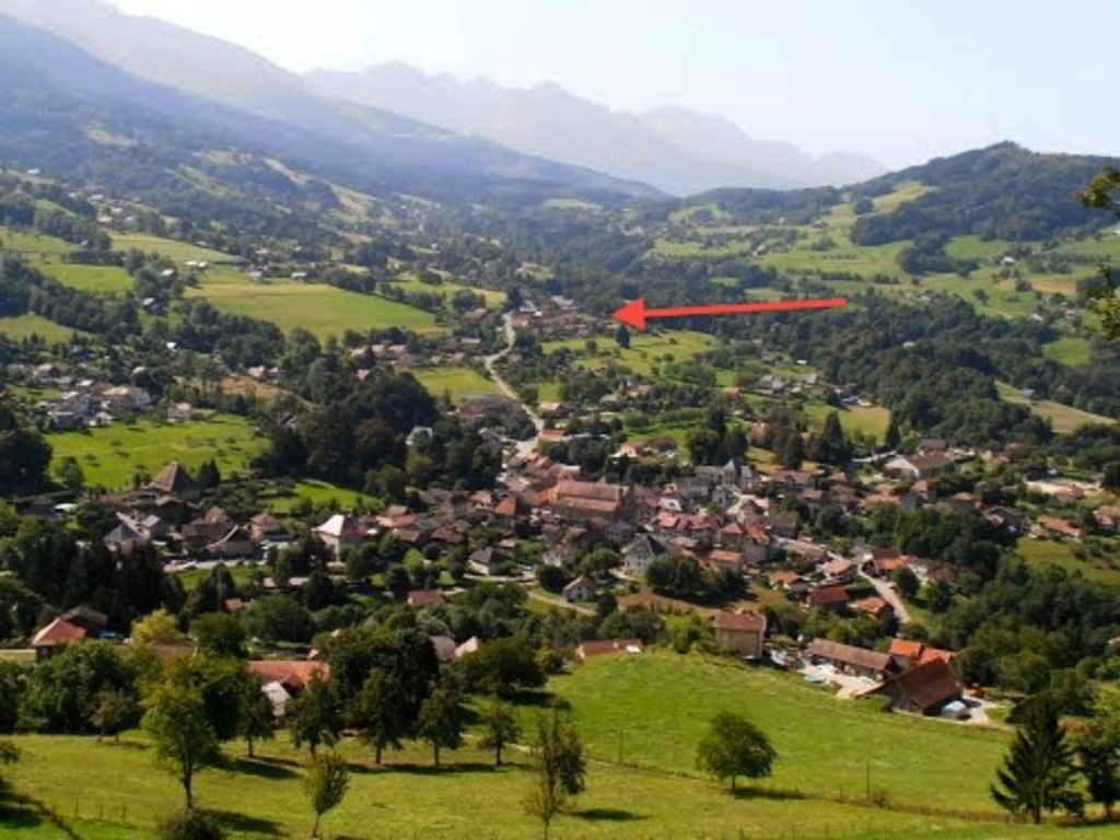 Theys and the house (red arrow)