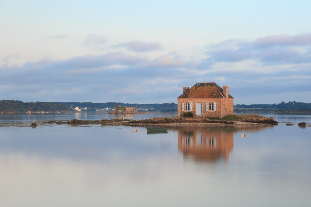 Saint Cado and its famous little house (25 min drive)