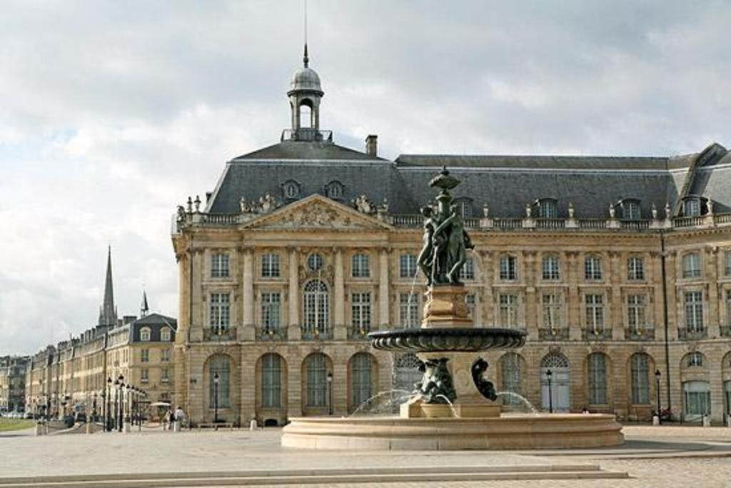 "Fountain of the 3 Graces in ""Place de la Bourse"""