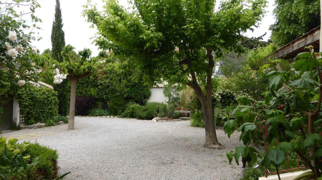 entrance through courtyard (safe parking)