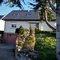 Maisons avec un jardin très agréable et ombragé. Les enfants peuvent y jouer au badminton, baby foot, ping pong, trampoling,...