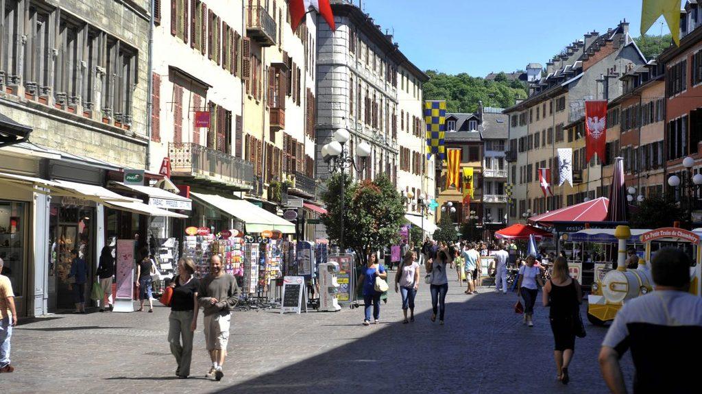 Chambéry (10 minutes walk)