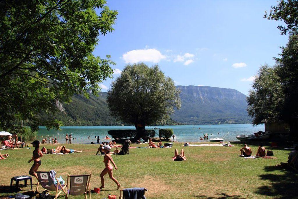 Plage du lac d'Aiguebelette (15 minutes by car)