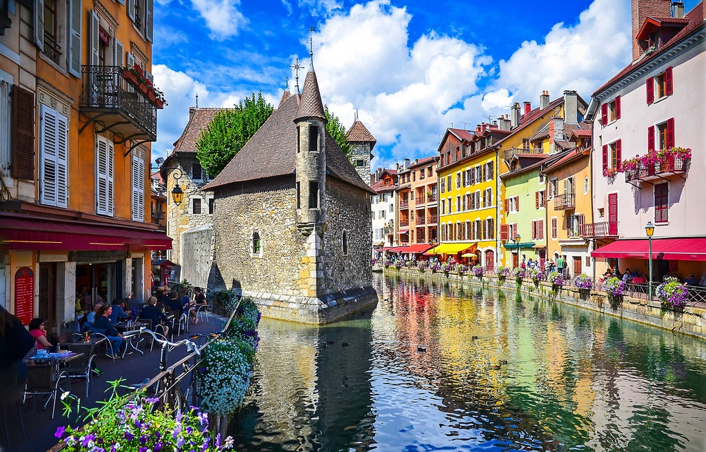 Annecy (40 minutes by car)