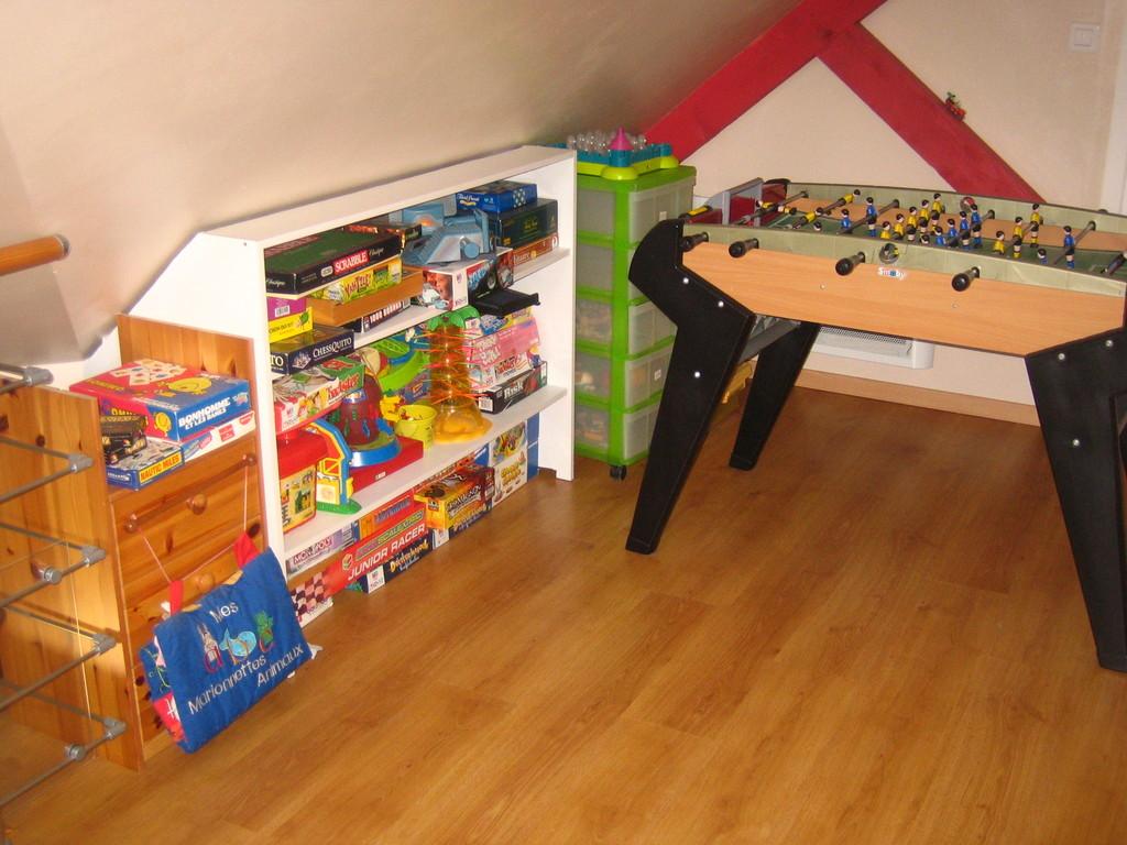 Mezzanine avec beaucoup de jeux de sociétés