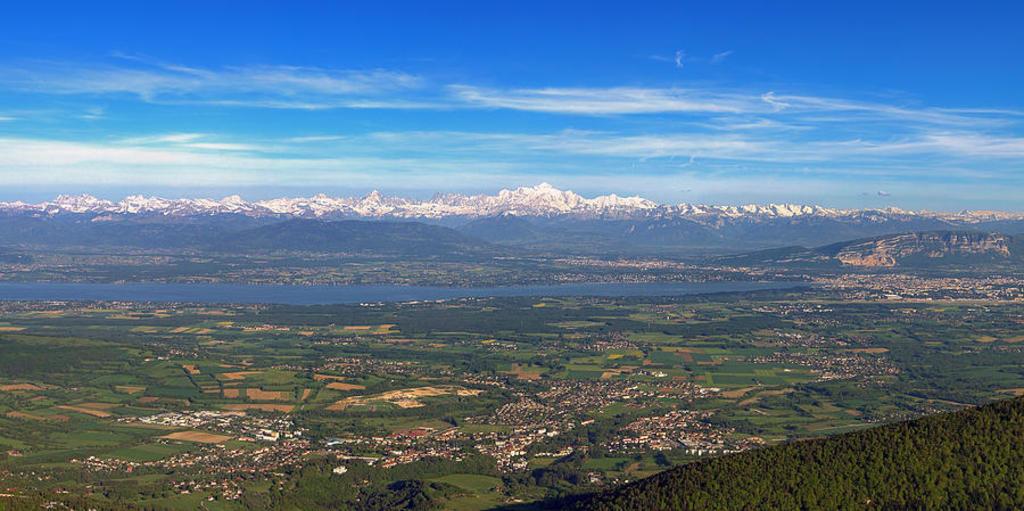 View from Petit-Mont-Rond (20 minutes drive up to Col de la faucille)