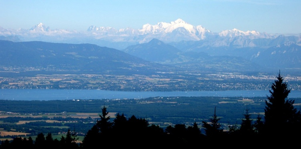View on the Mont-Blanc and the Alps from the Mont-Jura, La faucille (20 minutes from the house)