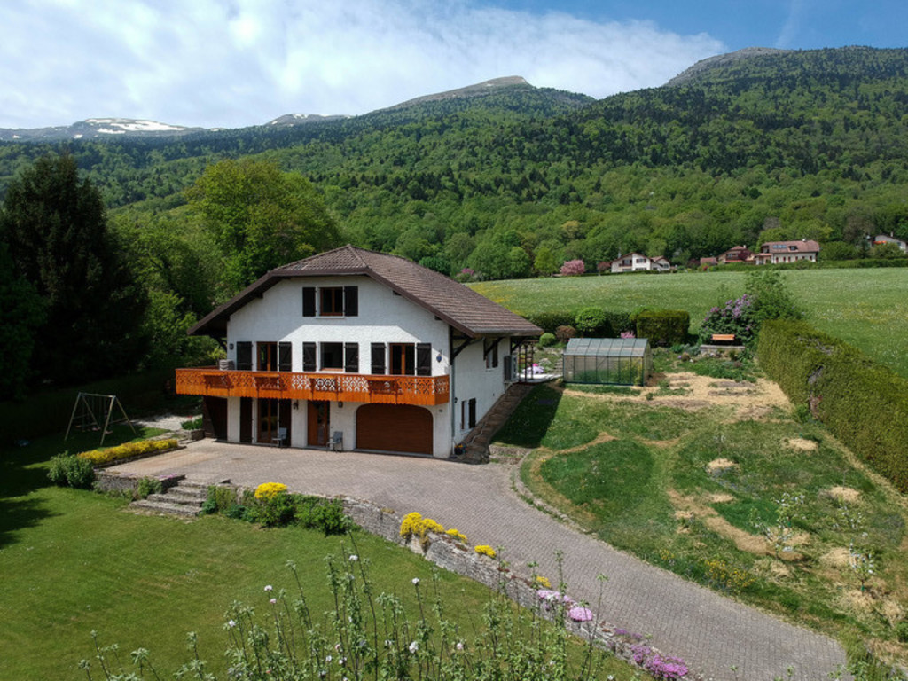 Our house is spacious (200 m2) and is surrounded by a 1700 m2 garden