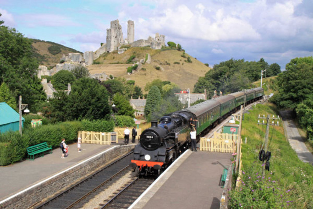 Corfe Castle and steam engine. 60min drive.