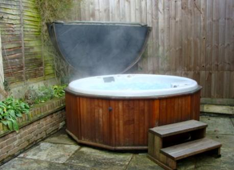 Hot Tub - relax 365 days at 40 degrees