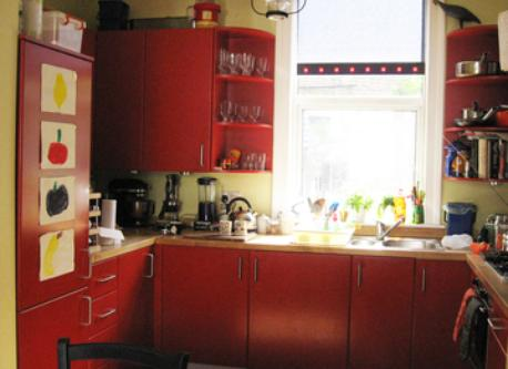 Light, bright, well-equipped kitchen