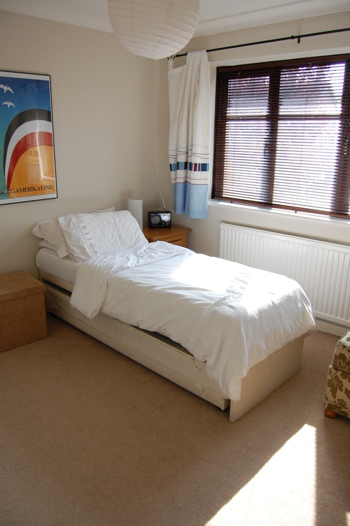 Front bedroom 1 (single bed shown - converts to 2 x single or 1 x king-size if required