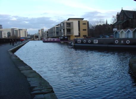 Strolling along the Union Canal, 2 minutes from home