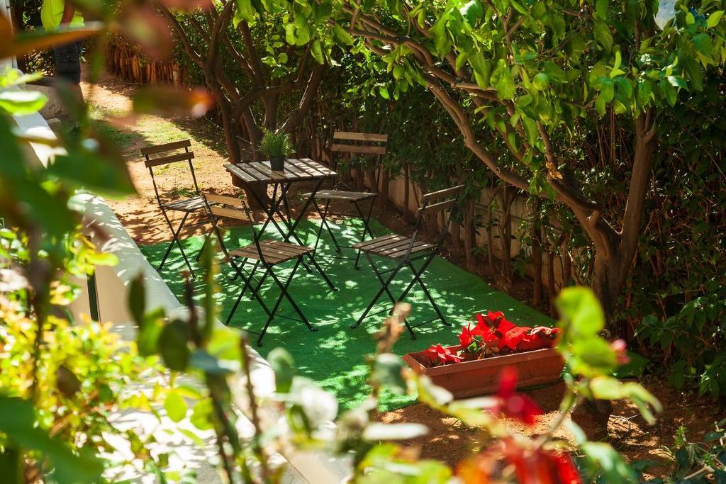 A wonderful ground floor furnished garden
