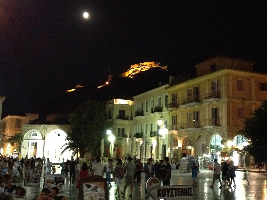 Nafplio: Syntagma square by night