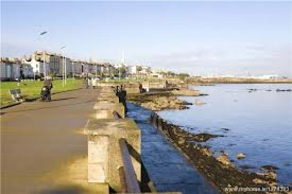 5 min walk away - Sandycove seafront