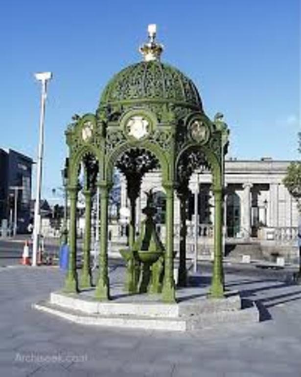 Dun Laoghaire Town Centre - 7 minutes walk