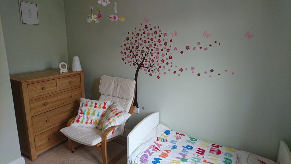 Child's bedroom (small bed)