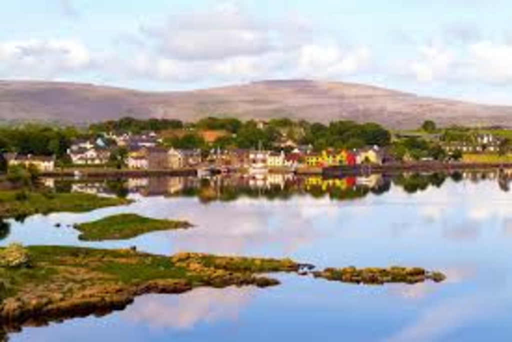 Picturesque Kinvara with its fabulous seafood restaurants and famous Tracht beach is just a 20 minute drive away