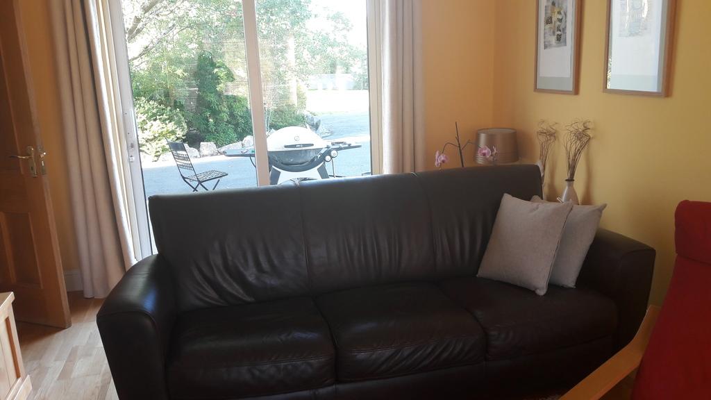 Living room with patio doors to garden