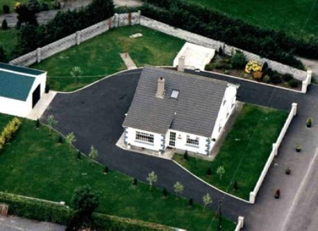 Aerial view of house and garden (1994)