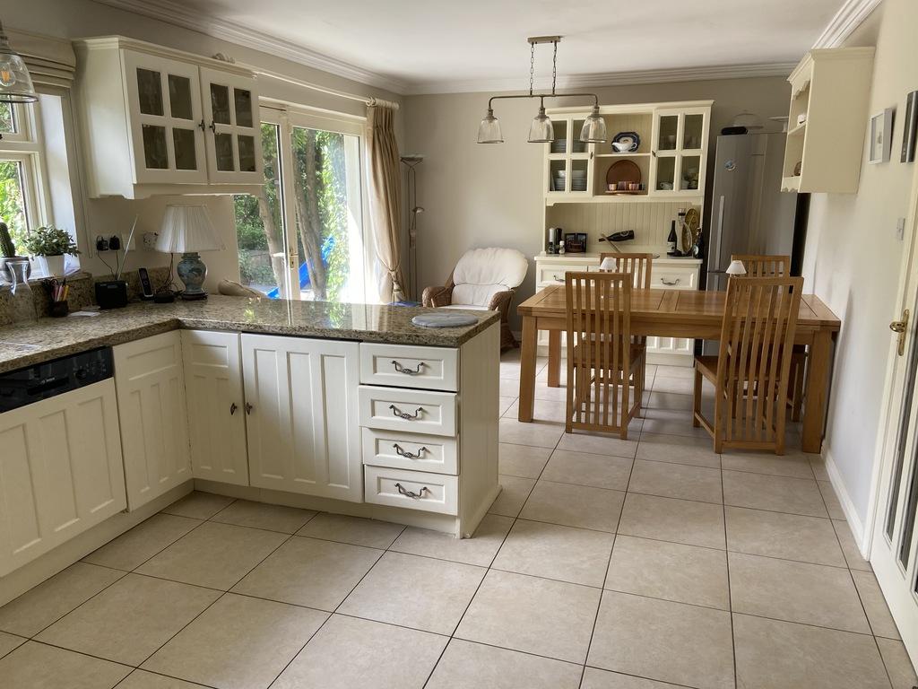 Kitchen foto 1 of 2.