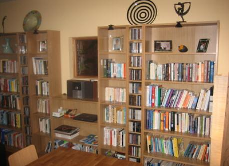 reception room 2 - family room with lots of books, dvds, cds