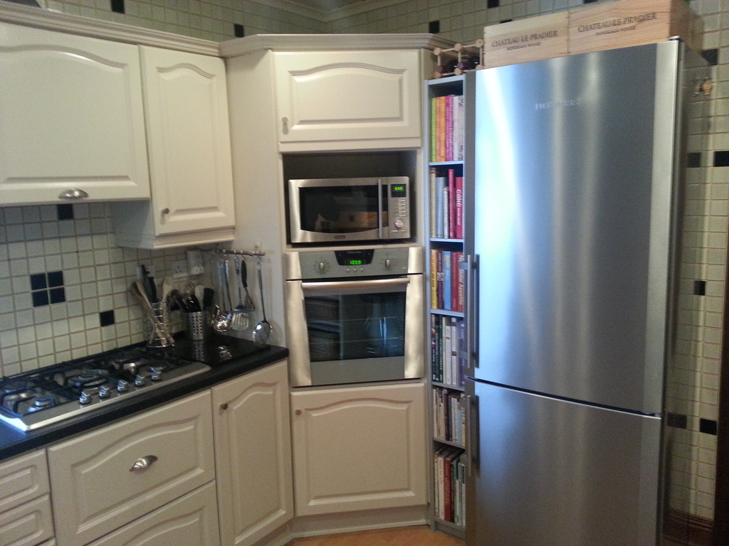 kitchen - gas cooker, 2 ovens, fridge freezer